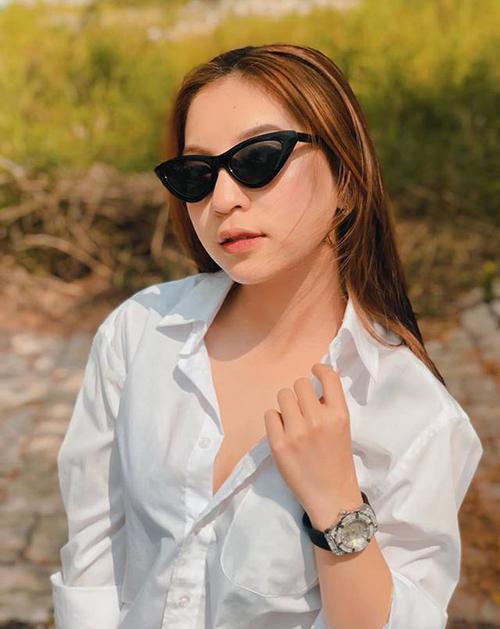 Học style mặc áo sơ mi phanh ngực giống Kỳ Duyên, Nhật Lê nhận về nhiều ý kiến tiêu cực bên cạnh những lời khen cho vẻ cool ngầu.