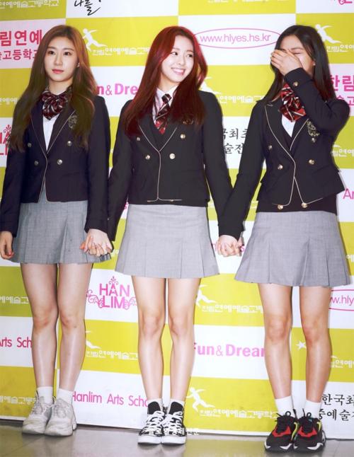 ITZY có đến 3 thành viên theo học ở trường nghệ thuật Hanlim là Chae Ryeon, Yuna và