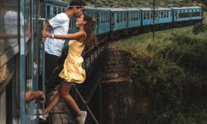 Đu người chụp ảnh trên tàu hỏa, cặp blogger nổi tiếng bị chỉ trích