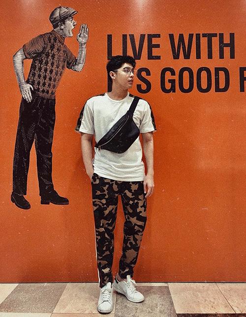 Noo Phước Thịnh diện đồ trẻ trung ra phố.