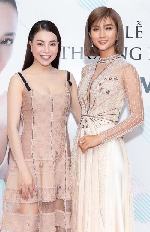 Đến chúc mừng Trà Ngọc Hằng có đông đảo các nghệ sĩ là bạn bè thân thiết như Kim Tuyến.