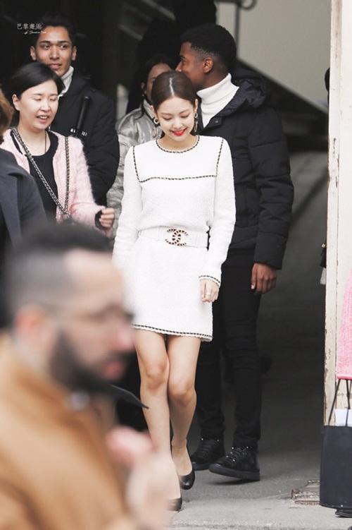 Jennie - Irene ở Paris Fashion Week: Để cùng kiểu tóc nhưng có cái kết trái ngược - 6