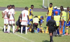 Cầu thủ chết bi thảm sau pha tranh chấp với đối thủ