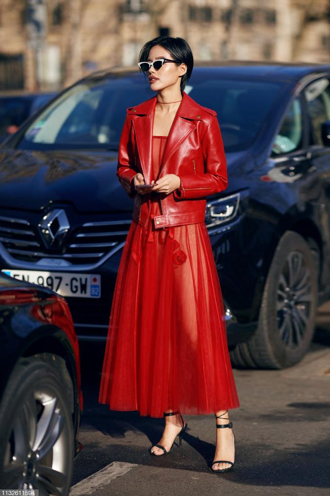<p> Paris Fashion Week Fall 2019 đang là nơi tụ hội của fashionista khắp thế giới, trong đó có cả các nghệ sĩ Việt Nam. Người mẫu Khánh Linh The Face ngoài việc xuất hiện tại khu vực street style còn được mời dự show Louis Vuitton.</p>