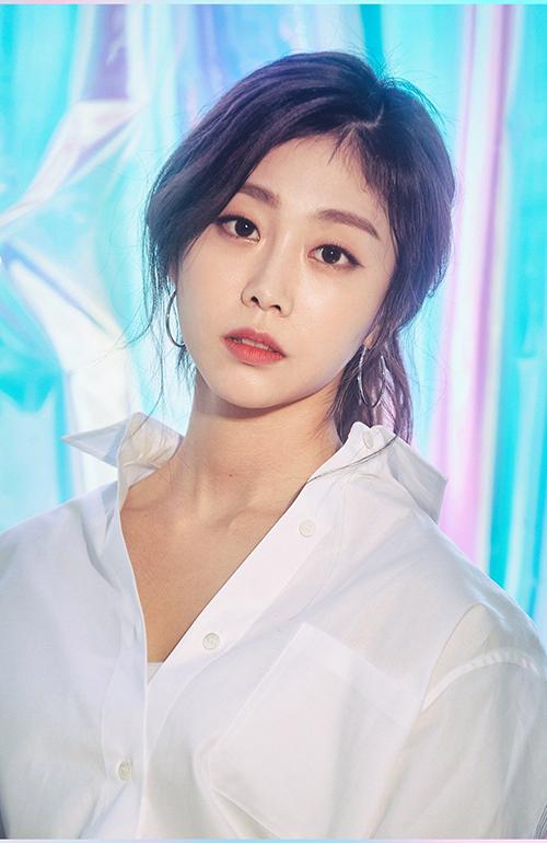 Đôi mắt một mí là đặc trưng của Ji Soo, giúp nữ ca sĩ có hình ảnh đầy sang chảnh, khác biệt với những cô gái còn lại trong nhóm.