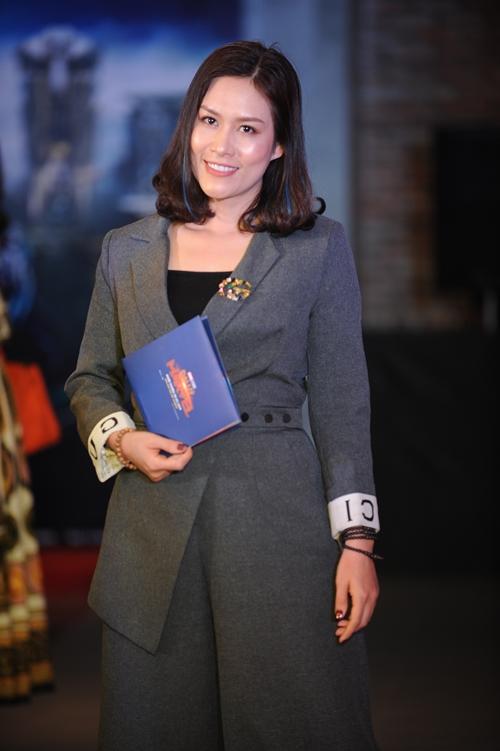 Diễn viên Hà Hương.