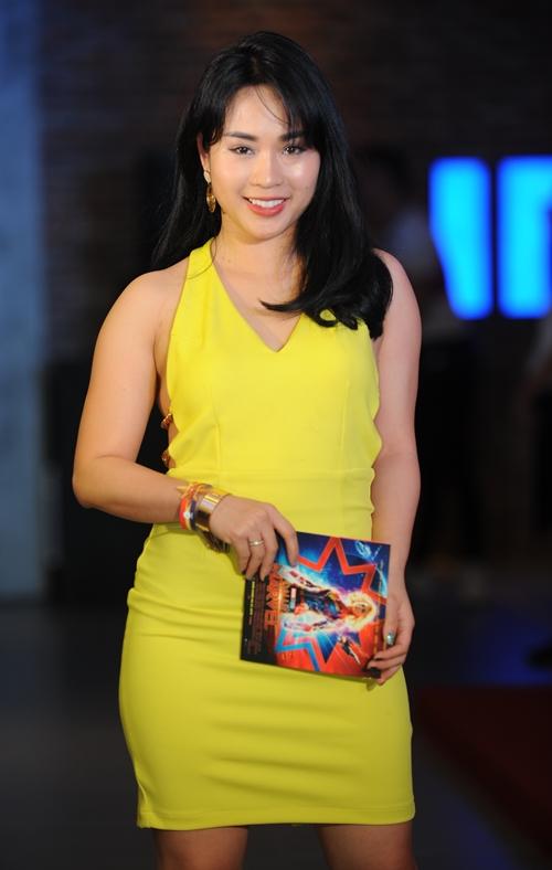 Tại Hà Nội, không khí xem phim cũng rộn ràng với sự góp mặt của nhiều sao.