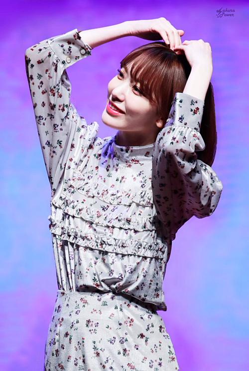 Nụ cười luôn thường trực trên môilà điểm mạnh giúp Sakura tạo thiện cảm đối với người hâm mộ. Cô được ví như viên vitamin hạnh phúc, luôn mang lại cảm giác tươi tắn, tràn đầy năng lượng.