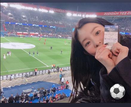 Chỉ vì đi xem bóng đá mà Irene bị đồn có bạn trai.