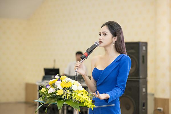Hương Giangtrở thành diễn giả trong nhiều chương trình dành cho người chuyển giới. Cô tích cực tham gia các hoạt động cộng đồng như thu thập chữ ký, gửi thư ngỏ để Bộ Y tế sớm trình dự thảo về Luật chuyển đổi giới tính, là đại sứ quỹ Không biên giới xây trường học cho trẻ em. Cô cũng tham gia chương trình Just Love với các chủ đề xoay quanh cộng đồng LGBT... Nhờ những đóng góp tích cực, Hương Giang mới đây vào Top 50 người phụ nữ có ảnh hưởng nhất Việt Nam năm 2018 do tạp chí Forbes bình chọn.