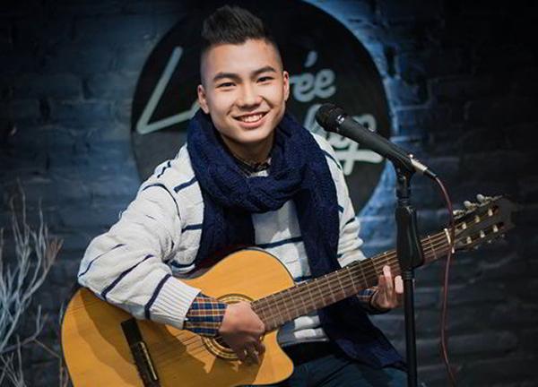 Jason Việt Tiến theo học chuyên ngành quảng cáo và truyền thông nhưng có niềm đam mê với âm nhạc. Một năm sau khi bất ngờ nổi tiếng, anh chàng quay về Việt Nam ghi danh vào cuộc thi Vietnam Idol 2014. Jason Việt Tiến đi đến top 5 với sự dễ thương. Dù có bước đệm nhưng anh chàng không chọn con đường nghệ thuật để phát triển sau đó.