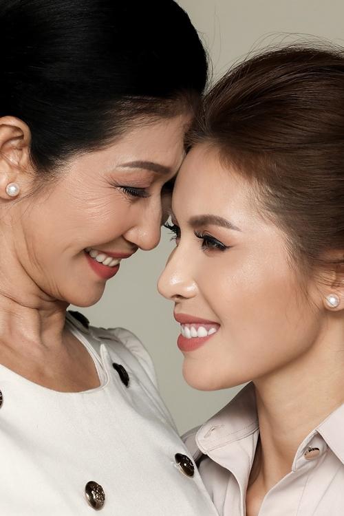 Tại cuộc thi Hoa hậu Siêu quốc gia 2018, Minh Tú từng bật khóc khi chia sẻ để có được như ngày hôm nay, ngoài những nỗ lực của bản thân, người cô cần phải biết ơn nhất chính là mẹ.