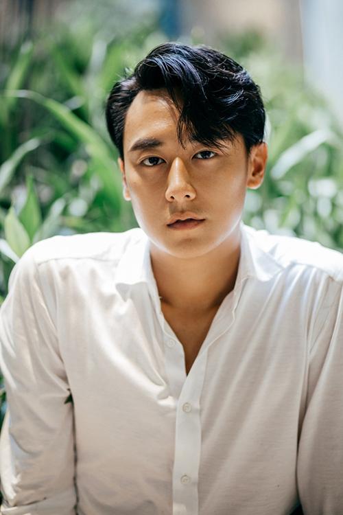 Năm 2018, Rocker Nguyễn gặp hạn khi vướng phải một số scandal khiến hình ảnh bị đánh mất. Sau đó, anh chàng tuyên bố tạm rút lui khỏi showbiz Việt và sang nước ngoài sinh sống. Đến nay, anh chàng vẫn chưa có dấu hiệu sẽ tái xuất trong 2019 này.