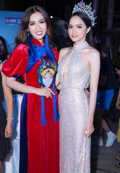Hương Giang hội ngộ Nhật Hà khi sang Thái Lan đồng hành cùng cuộc thi với vai trò đương kim hoa hậu.