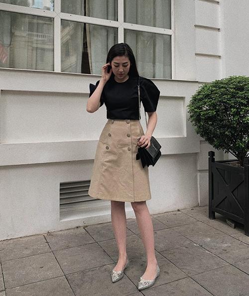 Á hậu Dương Tú Anh thanh lịch trong set đồ kiểu công sở đi kèm phụ kiện hàng hiệu.