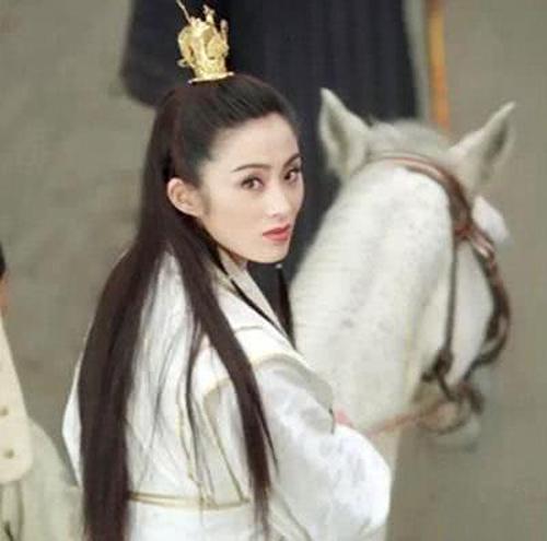 Một trong những Triệu Mẫn ít được biết đến trên màn ảnh Trung Quốc là vai diễn của Trương Mẫn trongphim điện ảnh Ỷ Thiên Đồ Long Ký: Ma giáo giáo chủ (1993). Phiên bản này, Lý Liên Kiệt đóng Trương Vô Kỵ, Lê Tư vào vai Chu Chỉ Nhược.