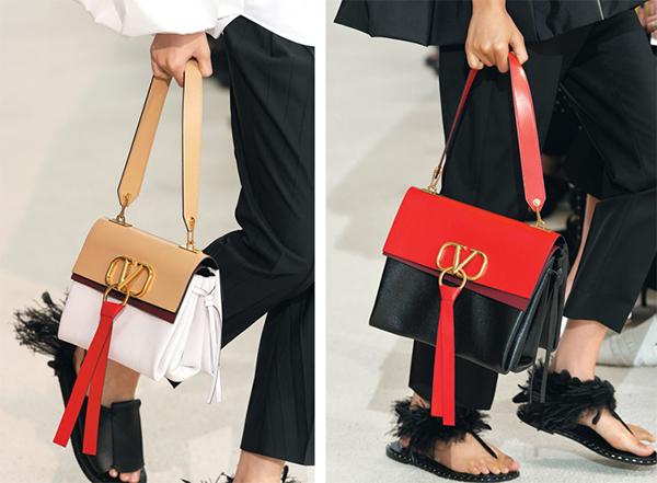 Nằm trong BST mới của Valentino, chiếc túi Vring ngay lập tức thành cơn sốt sau khi xuất hiện trên sàn diễn nhờ kiểu dáng hiện đại. Túi có thiết kế nắp gập, chia làm hai màu nổi bật. Điểm nhấn trên chiếc túi là logo chữ V cách điệu đính kèm sợi dây tua rua.