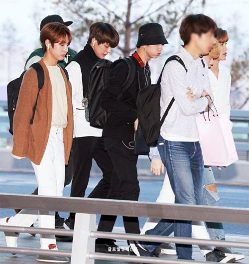 Các chàng trai NCT ngày càng trưởng thành và đều có gu thời trang độc đáng.