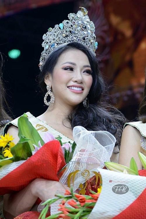 Phương Khánh đăng quang Hoa hậu Trái đất.