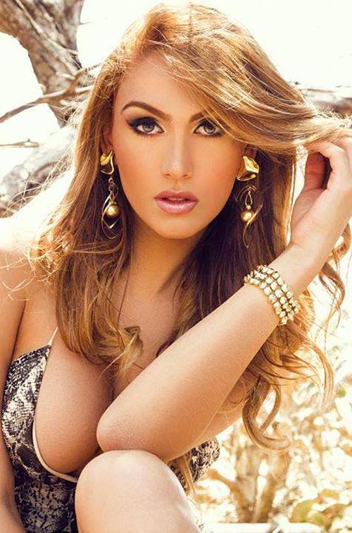 Isabella Santiago, đến từ Venezuela, đăng quang Hoa hậu Chuyển giới Quốc tế 2015. Hiện, cô đang là người mẫu, diễn viên tại Venezuela.