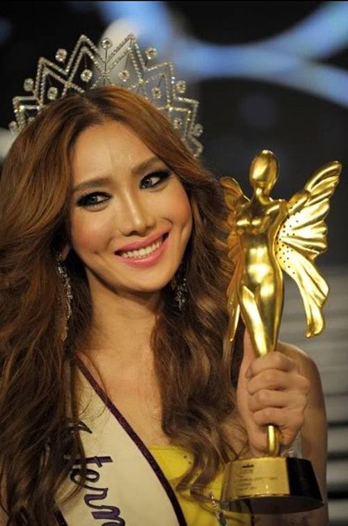 Mimi Han, thí sinh Hàn Quốc, đăng quang Hoa hậu Chuyển giới Quốc tế 2010. Cô là nhà thiết kế có tiếng tại quê nhà.