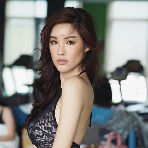 Sirapassorn Atthayakorn đăng quang Hoa hậu Chuyển giới Quốc tế 2011. Là người đẹp Thái Lan thứ ba đăng quang, Sirapassorn có nhiều cơ hội phát triển sự nghiệp tại xứ chùa Vàng. Tuy nhiên, người đẹp không có quá nhiều hoạt động nổi bật sau cuộc thi.