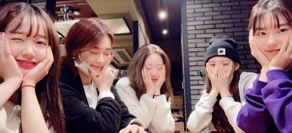 Kim So Hye khoe ảnh tụ tập của hội 99-line nhóm I.O.I.