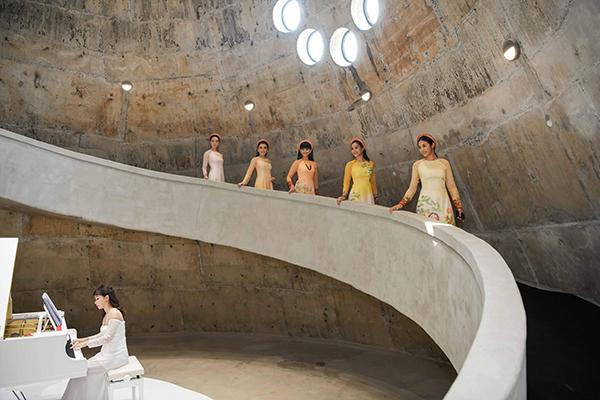 5 hoa hậu, á hậu diện áo dài đọ sắc trong cùng khung hình - 7