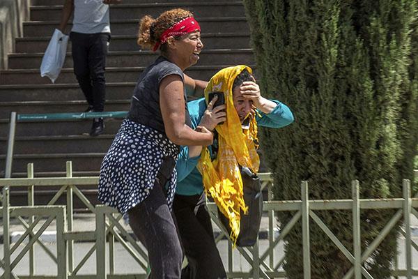 Người nhà hành khách chết lặng chờ tin vụ máy bay rơi tại Ethiopia - 2