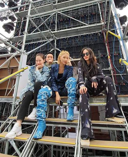 Bộ ba hot girl Hà thành Trâm Anh - Quỳnh Anh Shyn - Phương Ly đã lâu mới có dịp hội ngộ.