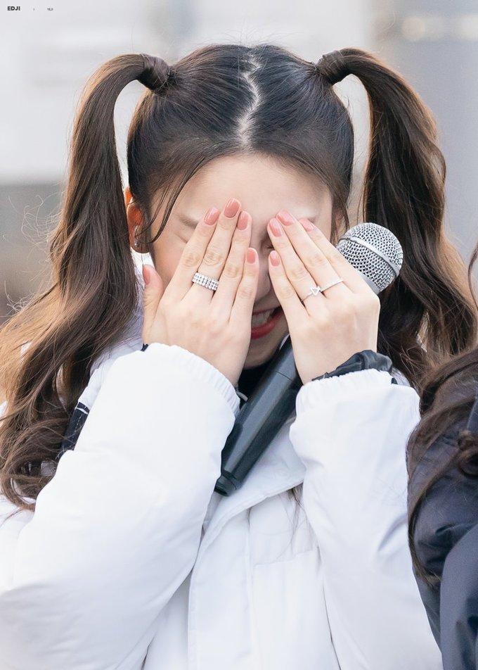 <p> Đằng sau vẻ ngoài có vẻ lạnh lùng, xa cách, Yeji là cô nàng dễ xấu hổ và thơ ngây.</p>