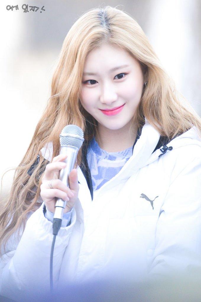 """<p> Nữ ca sĩ được khen ngợi về tài năng khi vừa nhảy tốt, giọng hát live cũng rất hay. Chae Ryeong được coi là """"viên ngọc quý"""" của nhóm.</p>"""