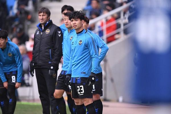 CĐV Việt trút giận lên fanpage Incheon, Công Phượng phản ứng bất ngờ