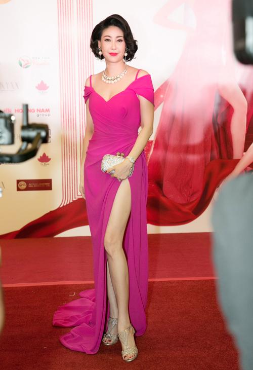 Hoa hậu Hà Kiều Anh...
