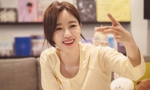 Eun Jung mặc áo bà ba, hậu đậu đáng yêu khi ở Việt Nam