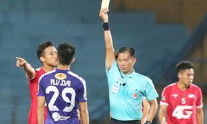 Trọng tài V-League bị 'treo còi' vì cách xử lý lỗi của Quế Ngọc Hải