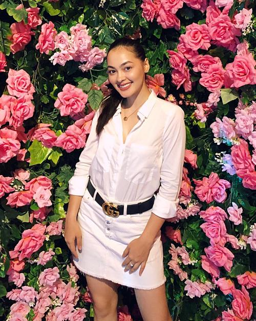 Ngoài đời, tân Hoa hậu Quốc tế Indonesia sở hữu phong cách trẻ trung, năng động.