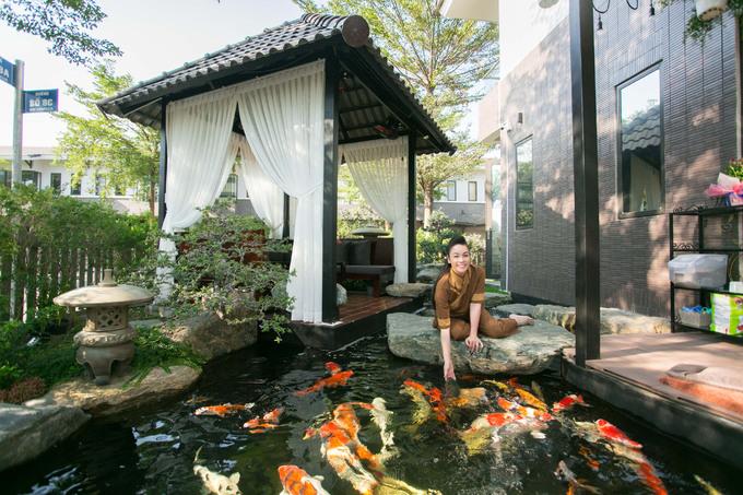 Biệt thự 220m2 có hồ cá, vườn cây của Nhật Kim Anh