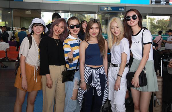 6 cô gái đến từ nhóm nhạc Z-Girls gồm: Carlyn, Mahiro, Bell, Joanne, Priyanka, Vanya và Quins khoe vẻ xinh xắn đáng yêu.
