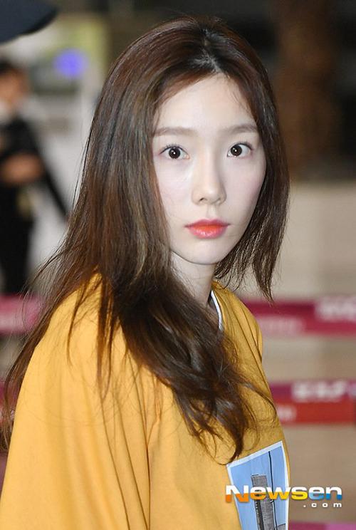 Nữ idol đã qua tuổi 30 vẫn sở hữu làn da căng bóng, tự tin ngay cả trong những bức ảnh cận mặt.