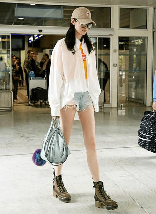 Thiên thần Victorias Secret Ming Xi (Hề Mộng Dao) có đôi chân dài 110 cm, chiều cao 1,78m.