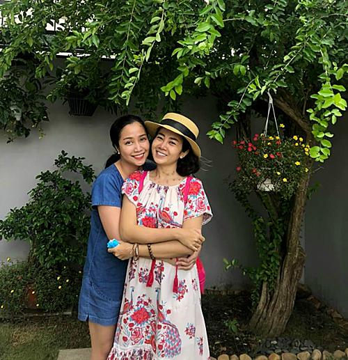 Ốc Thanh Vân - người bạn thân thiết của Mai Phương luôn ở bên cô suốt thời gian điều trị bệnh. Mỗi khi rảnh rỗi, nữ MC thường đưa Mai Phương đi dạo, rủ cô qua nhà chơi để thoải mái tinh thần, giúp Mai Phương yên tâm chữa bệnh.