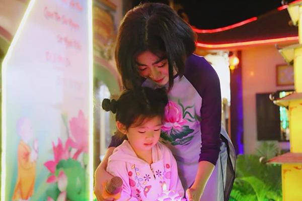 Điều trị ung thư khiến Mai Phương bị rụng tóc, nổi mụn, móng tay dài nhanh nhưng nhìn chung, sức khỏe của cô hiện tại đã ổn định. Cô chỉ đi kiểm tra nếu cơ thể xuất hiện triệu chứng lạ.