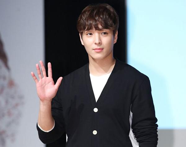 Choi Jong Hoon chính thức nói lời tạm biệt ngành giải trí sau khi vướng vào vụ bê bối chấn động những ngày vừa qua.
