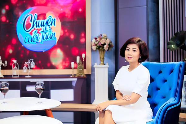Tham gia các talkshow, sự kiện gần đây, Mai Phương luôn được mọi người chăm sóc, hỗ trợ khi di chuyển vì xương yếu.
