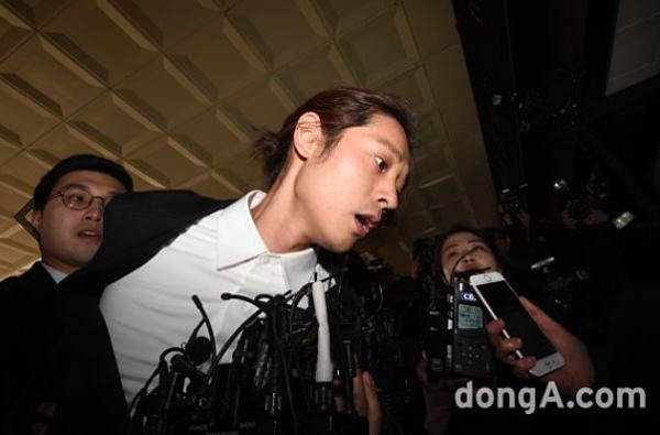 Seung Ri nộp điện thoại cho cảnh sát, xin hoãn nhập ngũ để phục vụ điều tra - 2