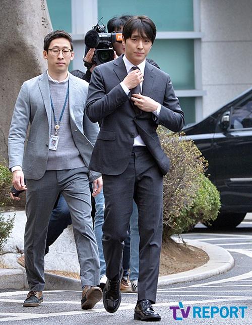 Sáng 16/3, Choi Jong Hoon, người vừa mới tuyên bố rời FT Island và rút lui khỏi ngành giải trí, đã xuất hiện tại Sở cảnh sát Seoul.