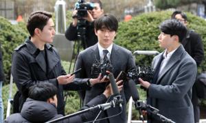Choi Jong Hoon xin lỗi nạn nhân bị phát tán video sex nhưng phủ nhận hối lộ cảnh sát