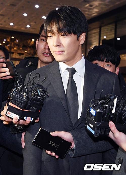 Ngày 13/3, SBS công khai đoạn tin nhắn cho thấy Jong Hoon dùng tiền bịt miệng cảnh sát, giải quyết êm thấm vụ say xỉn khi lái xe năm 2016. Báo Hàn cho biết, Choi Jong Hoon, Jung Joon Young và Seung Ri là bộ ba bạn thân, có nhiều hoạt động góp vốn làm ăn chung.