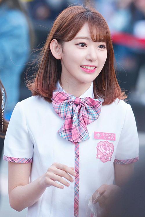 Xếp ở vị trí thứ năm là Miyawaki Sakura. Cô sinh năm 1998, được oi là một biểu tượng nhan sắc của AKB48. Trước đó, Miyawaki cũng từng vào top 100 gương mặt đẹp nhất thế giới do tạp chí Candidate bình chọn.